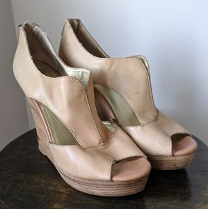 Seychelles tan leather wedges